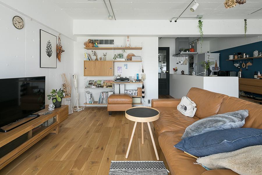 ソファはイデーで購入。コーヒーテーブルはモヘイムのもの。
