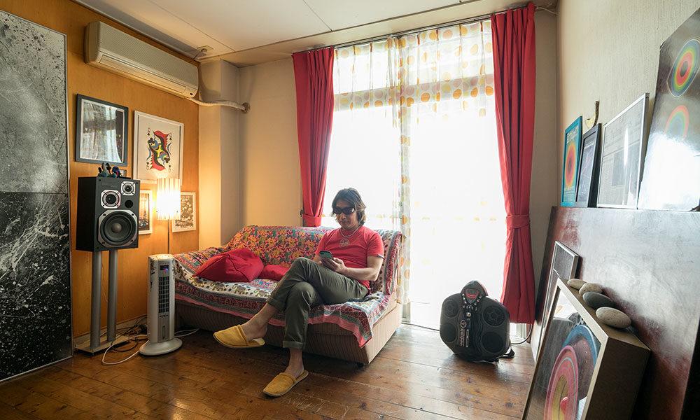 日常をアートに 現代アーティストが暮らす 自宅兼アトリエ空間