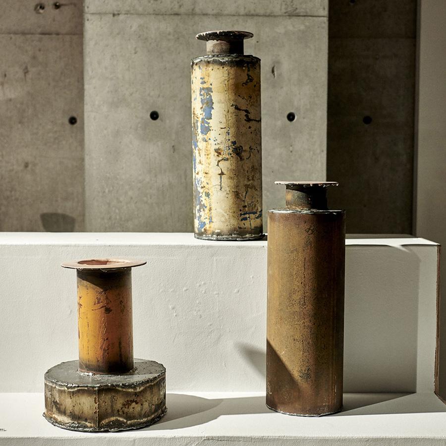 PIET HEIN EEK/工業廃棄物などの素材を使い、ユニークな作品を発表している。テーブルやイスなど家具の他に、ベースも制作。