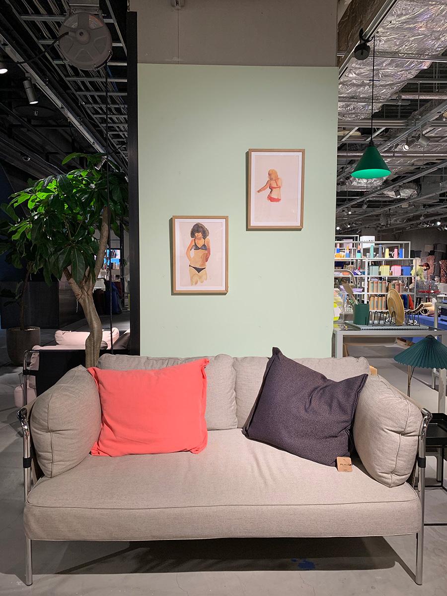 こちらはデンマーク発のインテリアプロダクトブランド『HAY』のアイテム。部屋の一部の壁をペイントし、好きなアートを飾ってソファコーナーを作ってみたい。
