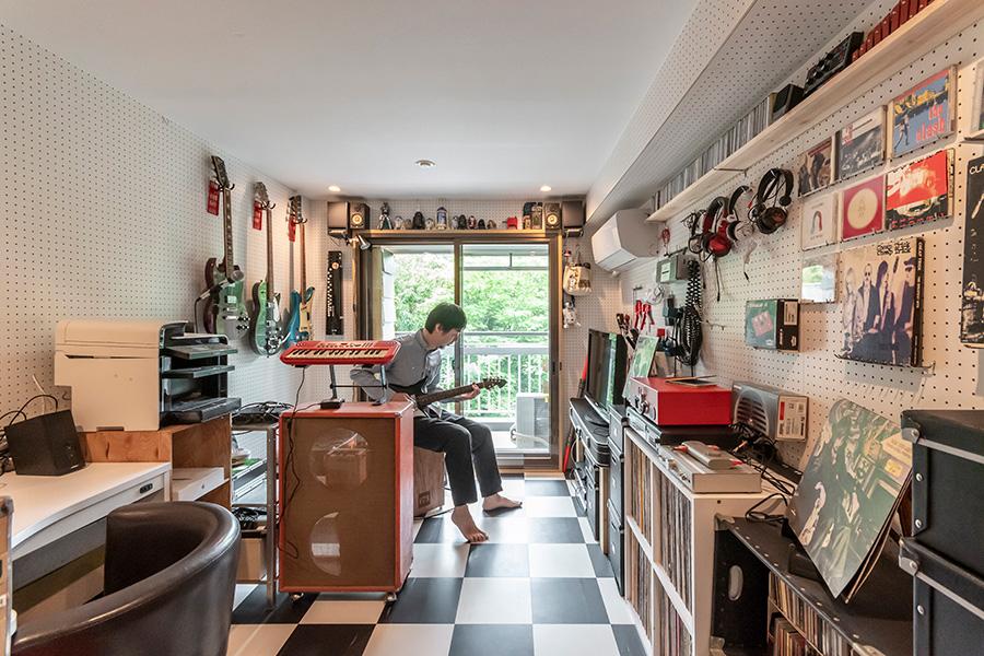 約11㎡の防音室は、真基さんの趣味の部屋。