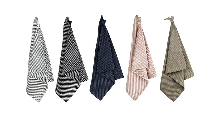PIQUE LITTLE TOWEL 35×50cm 各¥2,200 PIQUE SMALL TOWEL 30×35cm 各¥1,200 全5色展開、モーニンググレー・イブニンググレー・ダークブルー・ストーンローズ・クレイ