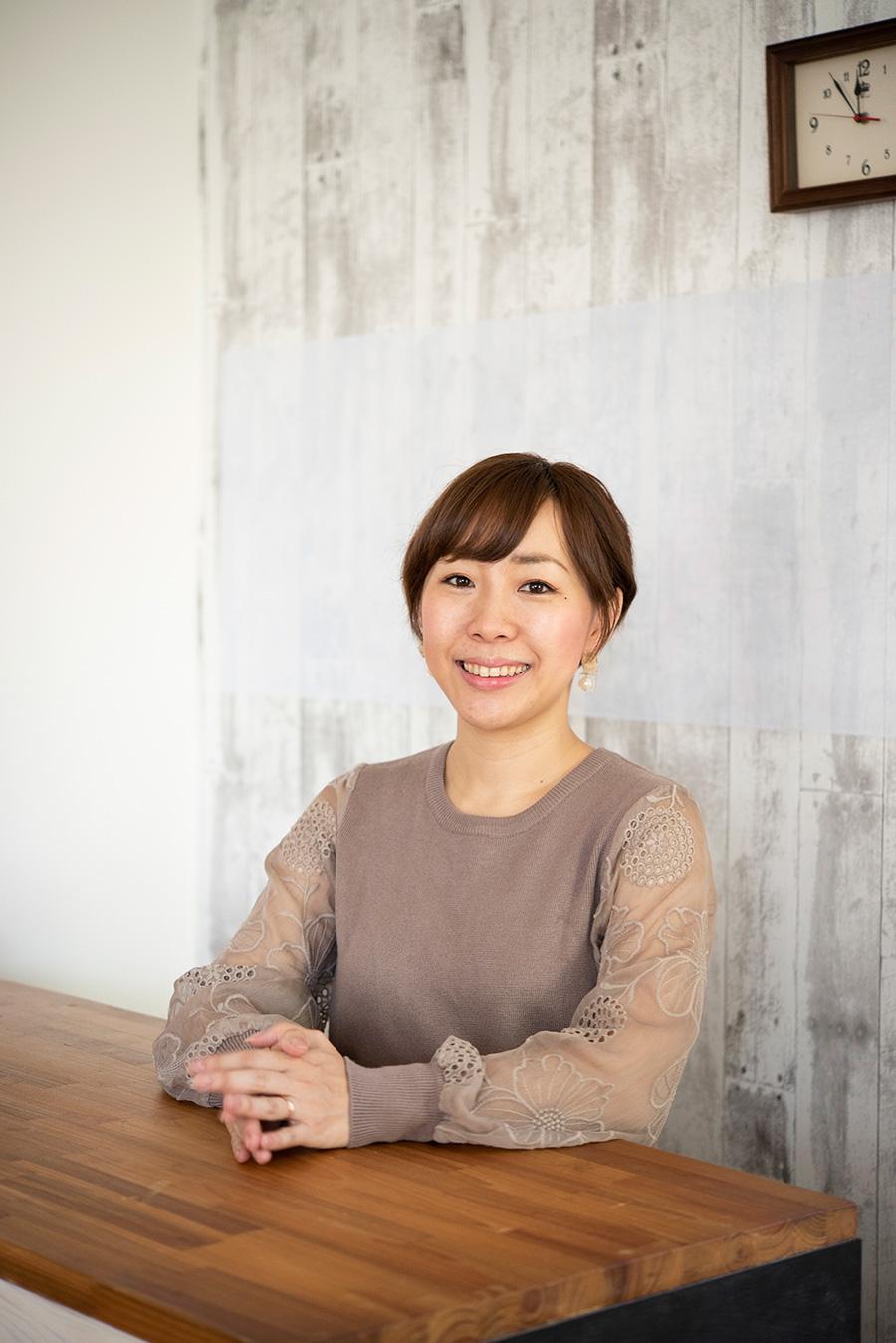収納スタイリスト・吉川永里子さん。Room&me(https://www.roomandme.net/)代表。働く女性、母の目線で片づけサービスや各種セミナーを行う。「なかなか捨てられない人ための鬼速片づけ」など著書も多数。