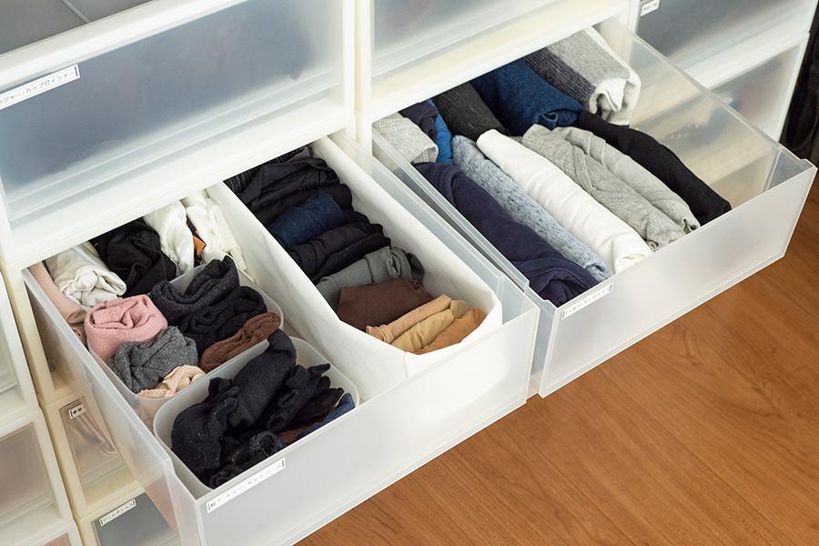 収納ケースの中も小物入れを活用して仕分け。不織布ケースは高さが変えられて便利。