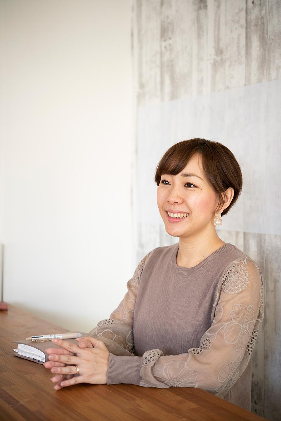 収納スタイリスト・吉川永里子さん。Room&me代表。働く女性、母の目線で片づけサービスや各種セミナーを行う。「なかなか捨てられない人ための鬼速片づけ」など著書も多数。
