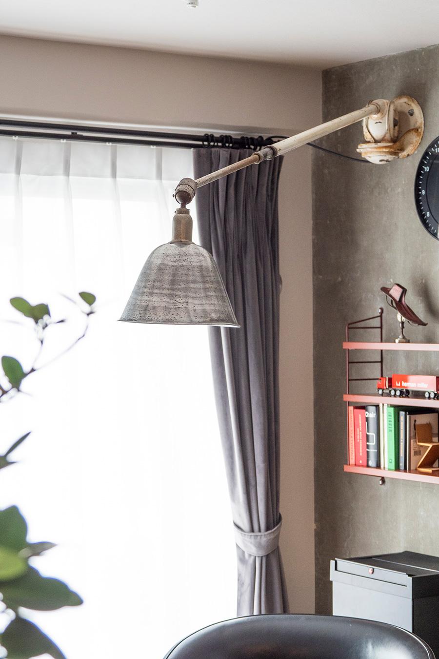 モンキーレンチの発明で有名なスウェーデンのヨハン・ペーター・ヨハンソンのアンティークランプ。スウェーデンのオークションで購入したそう。