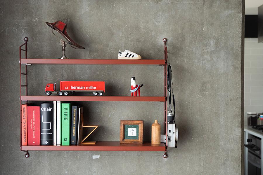 組み合わせが無限なスウェーデンの壁掛け収納システム、ストリングを。壁を彩るようにコーディネート。