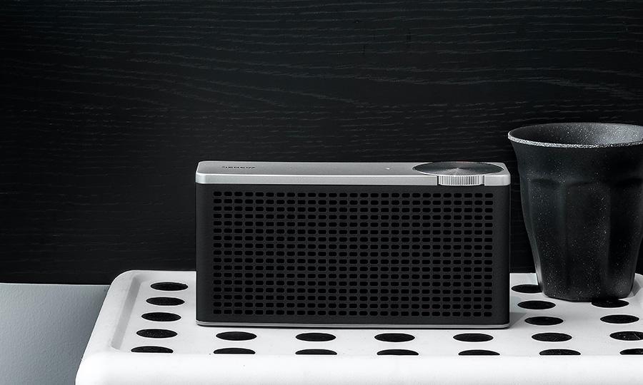 ツーリング XS ( ブラック ) W17 D4.5 H8cm ¥18,500 ジェネバ ( ネイビーズ ) ポータブルBluetoothスピーカー バッテリー内蔵でフル充電から20時間再生が可能