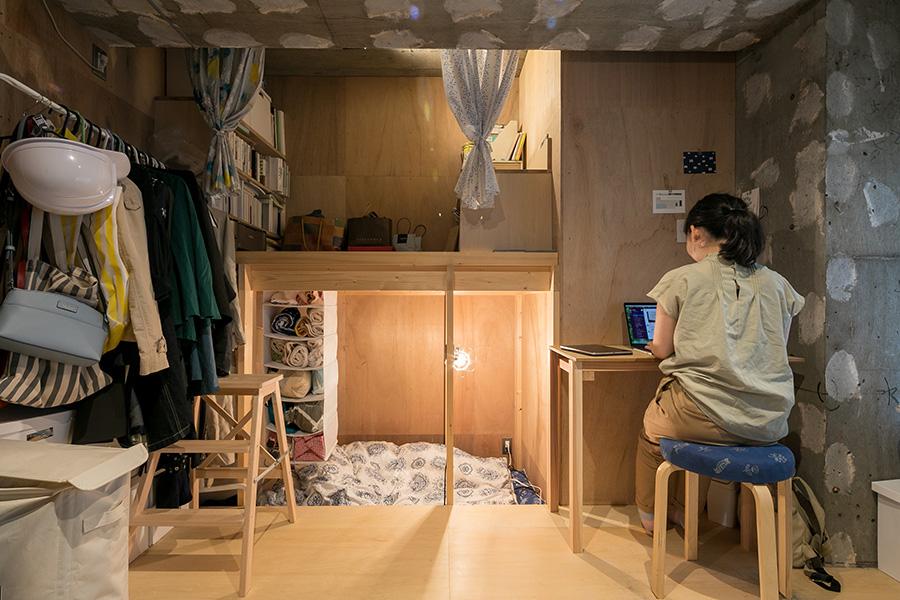各部屋に2段になっている場所がある。下の段がもともとの床面のレベルだ。