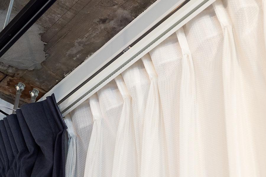 アレクサと連携してカーテンを開閉。スマートカーテンレールも搭載。