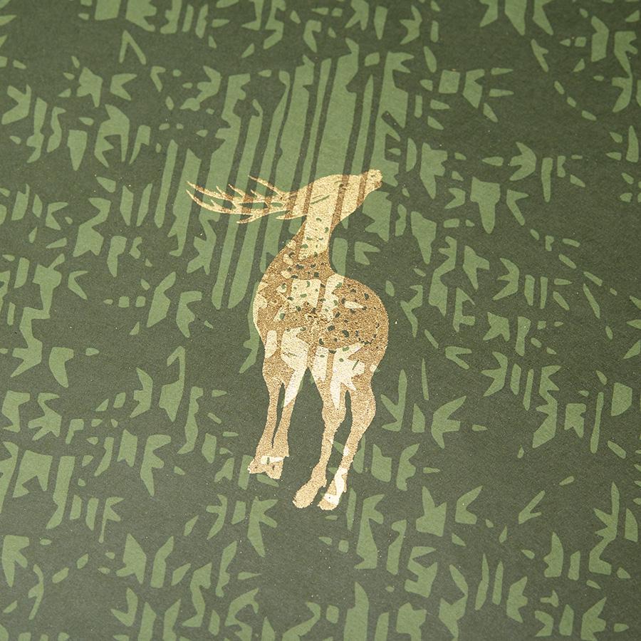 『楓鹿紋』は、楓に鹿が型押しされている。鹿がいない背面柄もある。