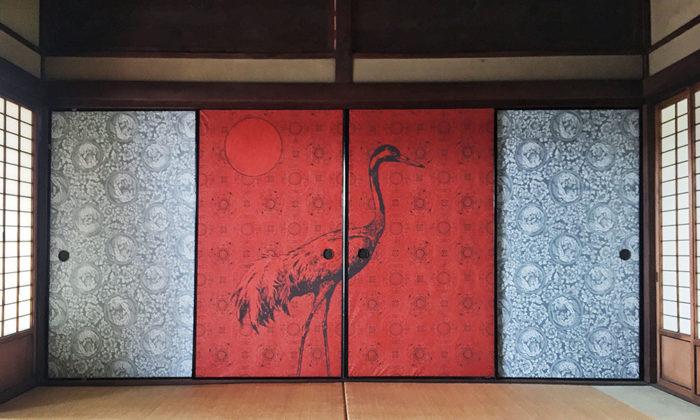 和柄&ボタニカルを楽しむ壁紙で作るオリエンタルな空間