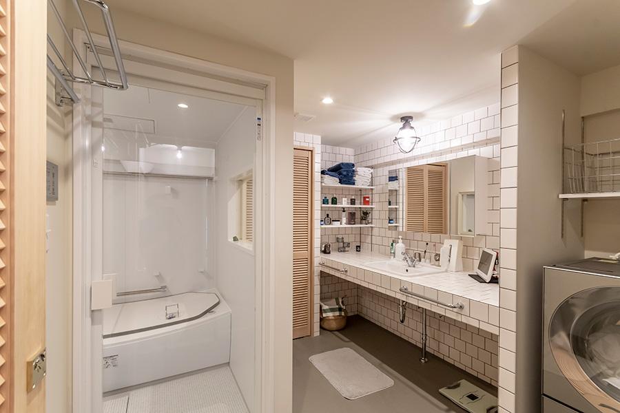 バスルームの総面積は約10㎡。