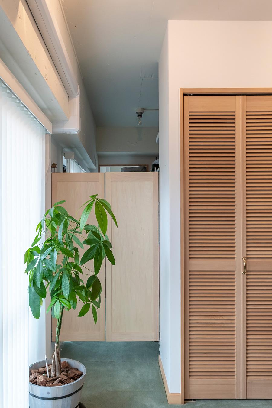 仕事部屋から繋がるウェスタン扉。