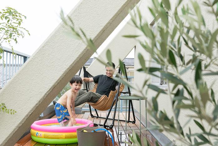 夏はテラスで念願のプール遊び!