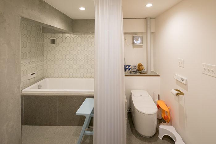 バス、トイレ、洗面を一箇所のスペースにまとめた。トイレは『グローエ』のもの。