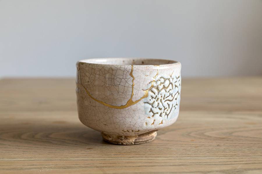 もちろん伝統的な茶の湯の器にも金継ぎはよく似合う。