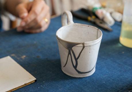 身近な金継ぎを習う 前編 金継ぎで新たな美しさを纏う現代の器