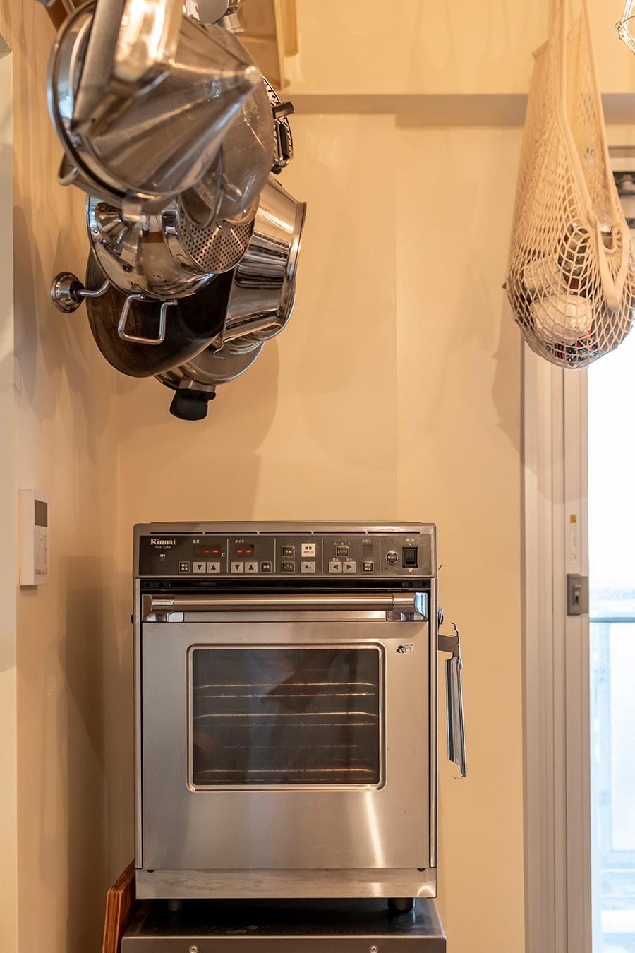 「リンナイ」の卓上用ガス高速オーブン。