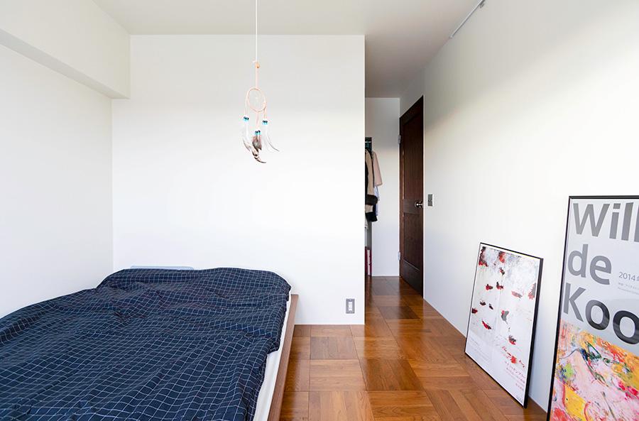 寝室のうしろにクローゼットを設計。(写真提供「nuリノベーション」)