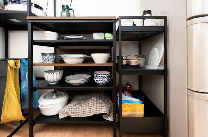食器や鍋類は使い回すものだけを揃えているので、棚の奥の方は空けていてOK。「フル回転させられないモノは自分のキャパを超えています」。