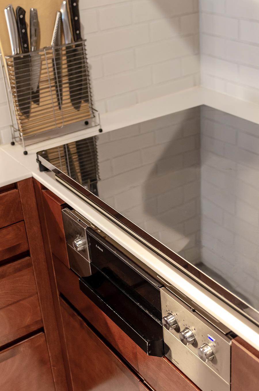 使わないときは天板を置いてスッキリと。