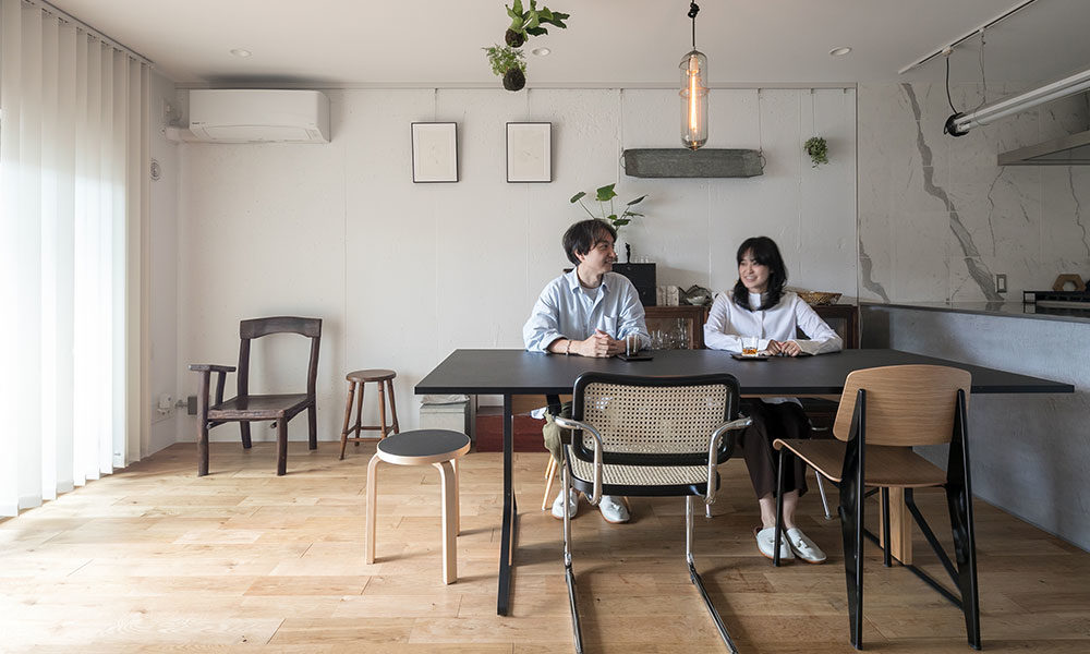 子どもの成長を見据えたリノベーション 古家具が自然と融和する シンプルモダンな空間