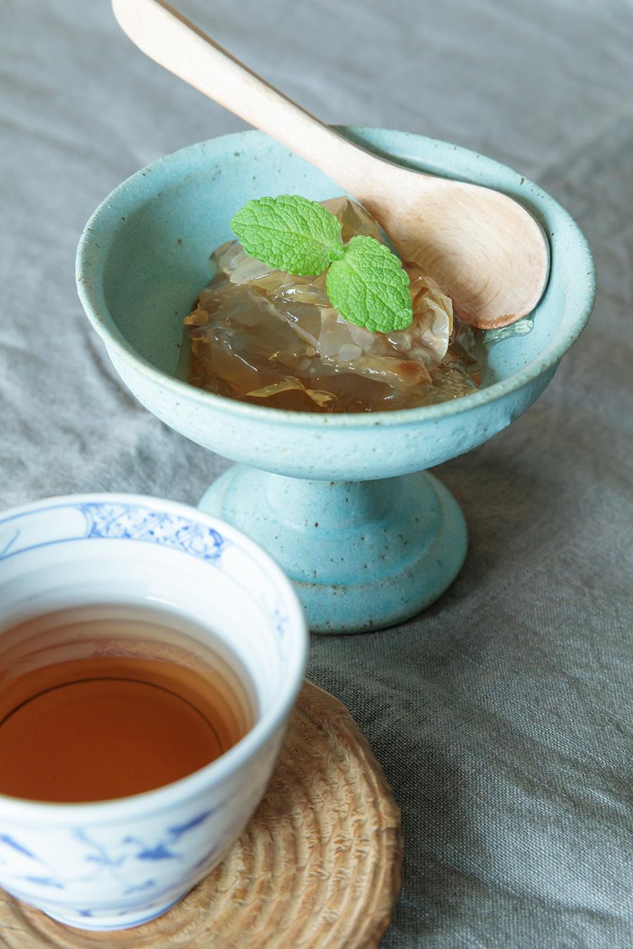 香りのよい薔薇のゼリーと中国茶を出していただいた。暮らしを大切にしているMさんのおもてなしに感激。