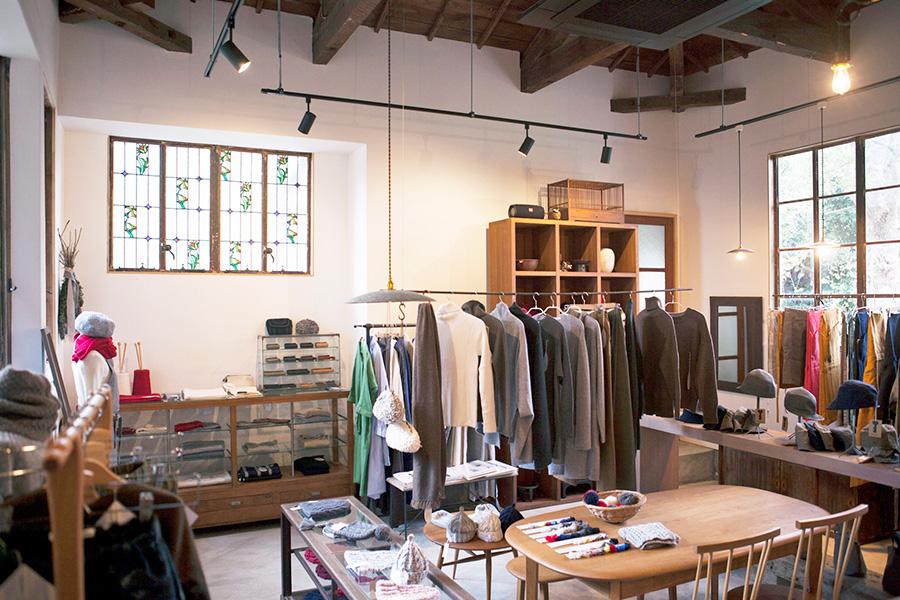 当時のまま残っていた洋館はリノベーションして「日用美(http://www.nichiyobi.net)」店舗に。陶器やガラスなどの器を中心に、全国からセレクトした日用品を扱う。企画展も開催。