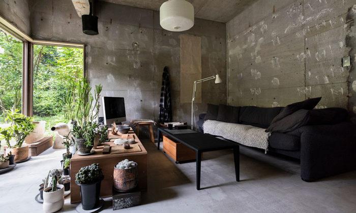ヴィンテージの味を活かして アートと古家具が映える緑の中のギャラリー空間