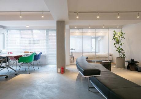 ミニマルを目指して プライベートと仕事を両立させるシンプル空間