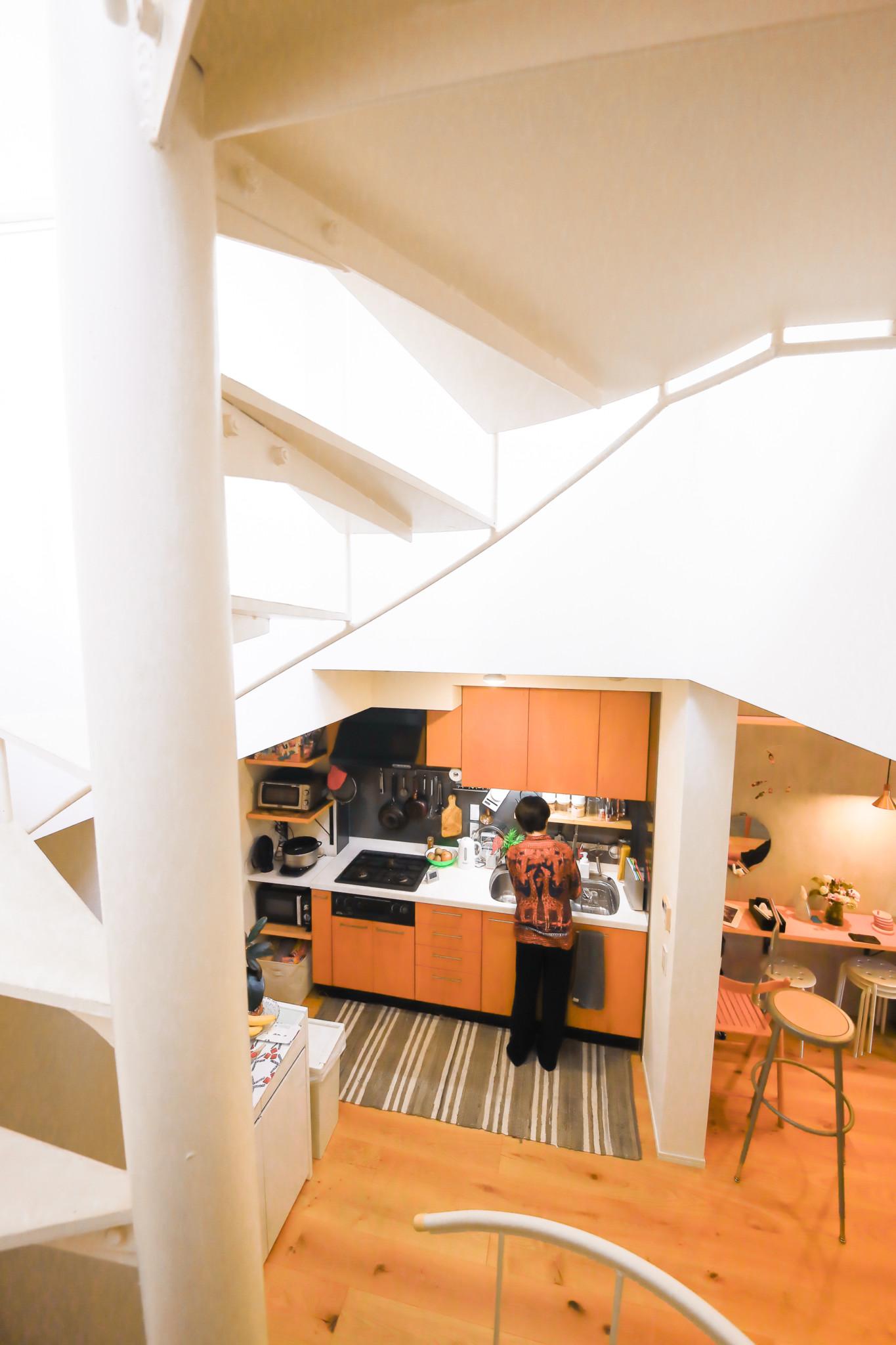 目線が変わる螺旋階段は、立体的に部屋を楽しめるツールでもある。