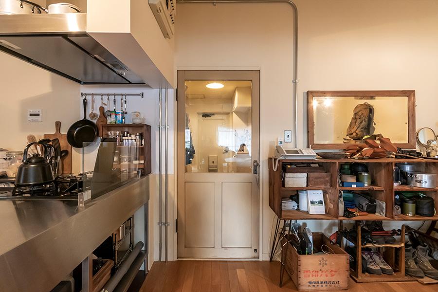 リビングのドアも「REFACTORY antiques」のもの。