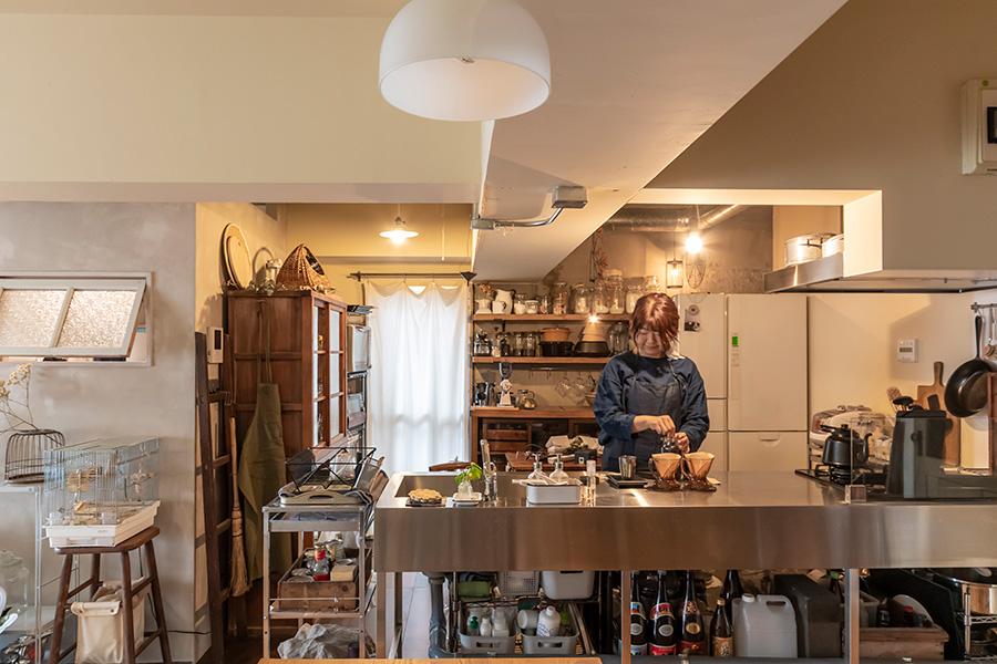キッチンは無骨なインダストリアルスタイルを意識した。