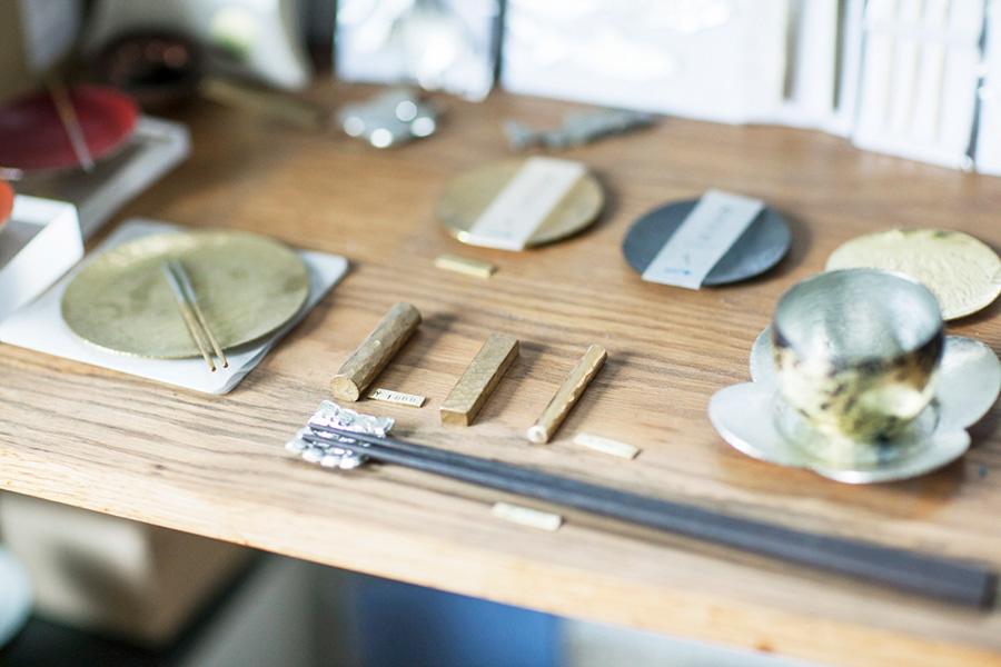 豆皿¥1,000〜(税別)、箸置き¥700〜(税別)。様々な素材とデザインのものが揃う。
