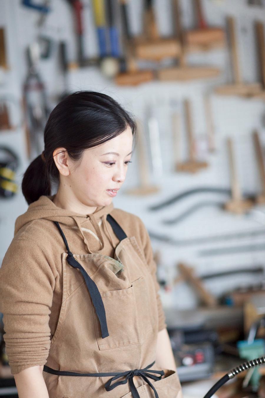 金工作家・デザイナー小笠原加純さん。フィンランド留学などを経て2010年〜WATOとして活動。