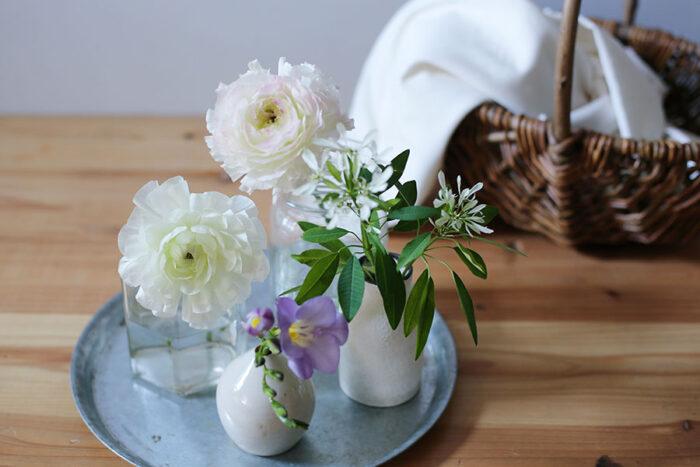 茎を切り戻ししながら、小さな花瓶に分けて飾ってもいい。