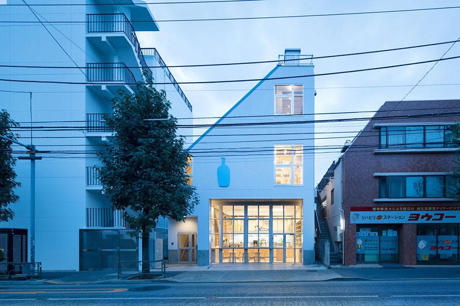 『Blue Bottle Coffee 中目黒カフェ』のビルの2階が『LIFFT Concept Shop』。3階には『ex.flower shop & laboratory(イクス フラワーショプ&ラボラトリー)』がある。