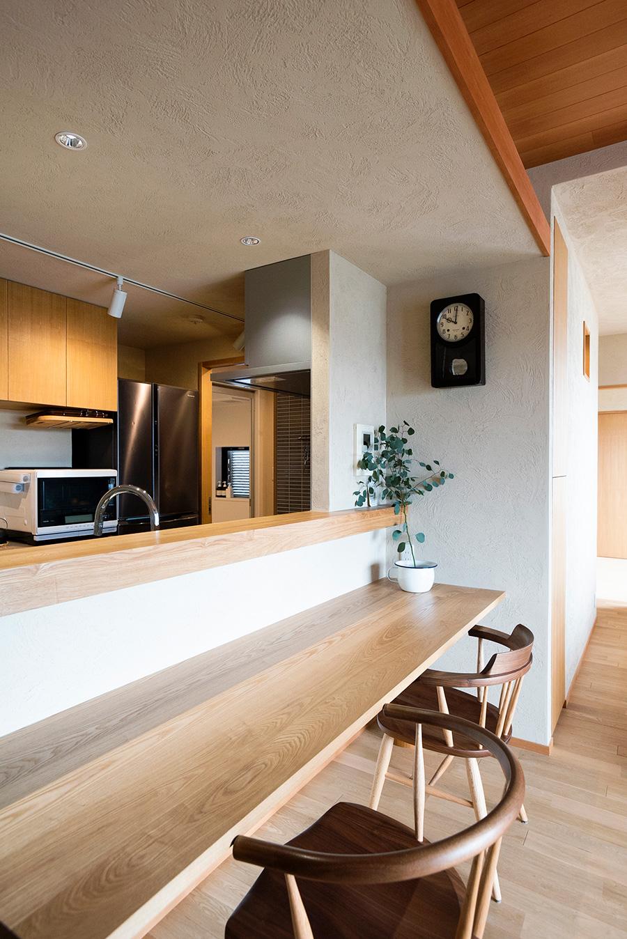 カウンターキッチンは田辺さんのリクエスト。「使いやすくて役立っています」。