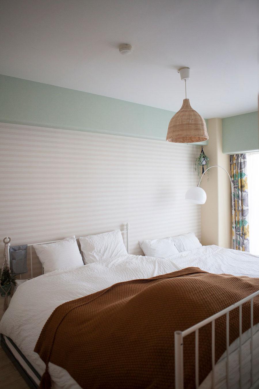 ベッドルームはナチュラルで落ち着ける雰囲気に。家族全員がここで就寝。