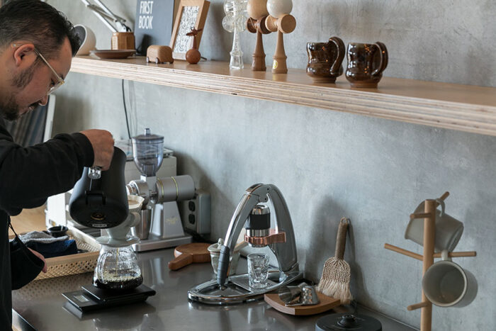 『EcoDeco』が開催したコーヒーセミナーに参加して以来、すっかりコーヒーの魅力に取り憑かれてしまったそう。焙煎も自分で行う。