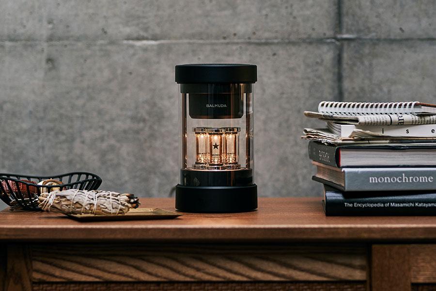 『BALMUDA』 The Speaker/新製品のスピーカーをサブスクで。360°広がる立体的な音と、LEDユニットがライブステージのような臨場感を演出。