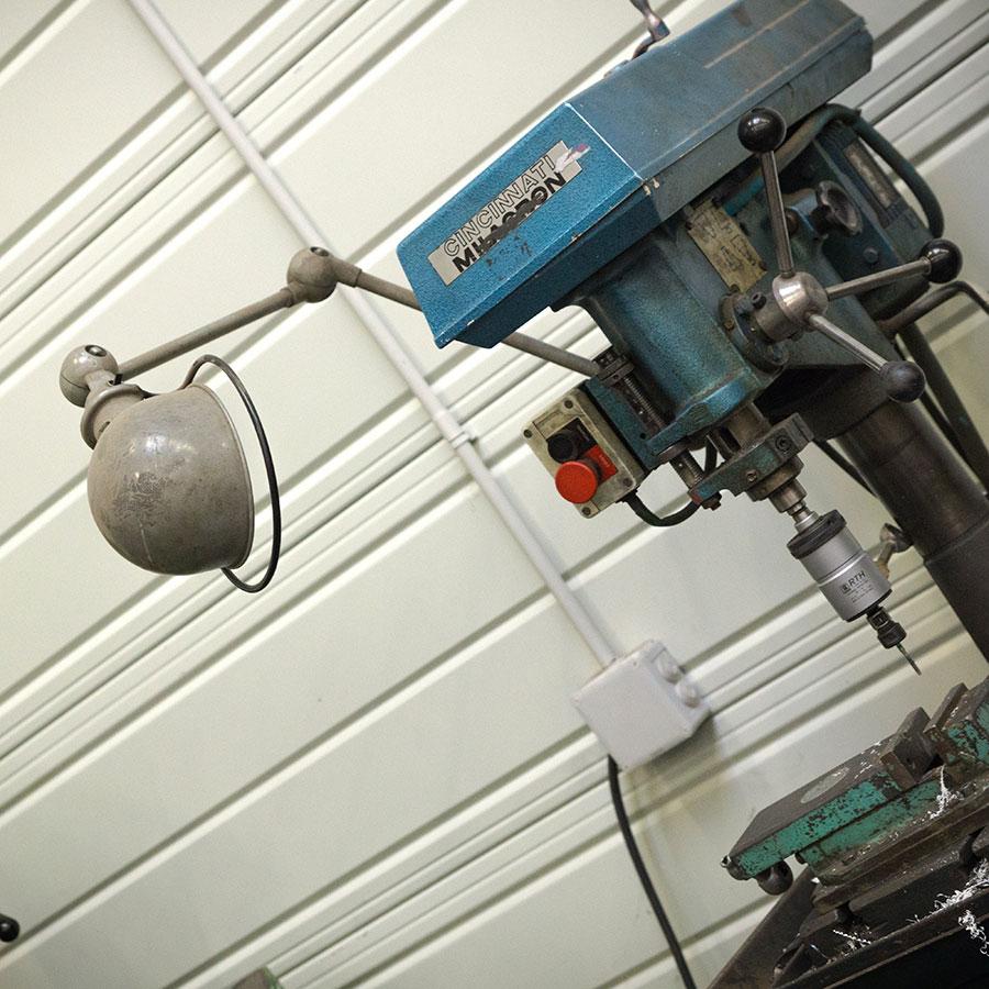 クランプ式ランプは、ジェルデ社の工場でも実際に使われている。