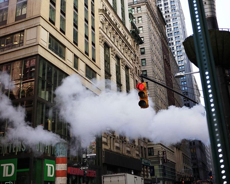 チャンバーズニューヨーク トップはベルガモット&グリーンツリーの瑞々しさ、ミドルにはローズ&バイオレットのフローラル、ラストにはウッディー&ムスクのアンバーな香り。