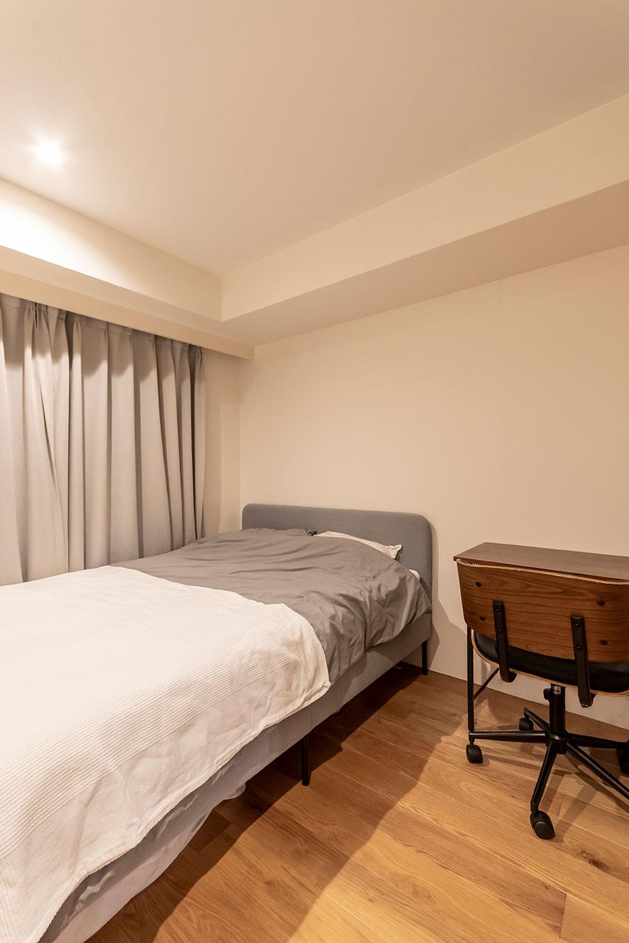 ワークスペースの左右に寝室を2つ設けた。