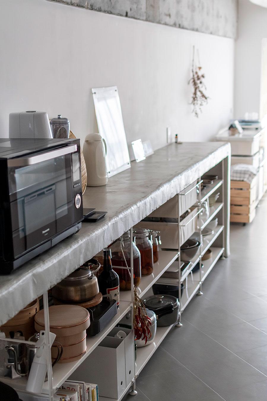 ゼロからDIYで作り上げたキッチンカウンター。