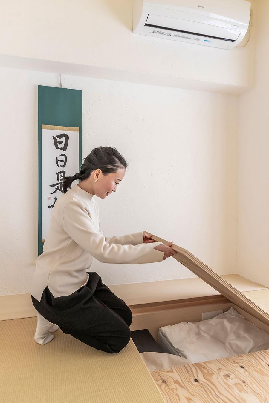 和室の床には深さ約20cmの床下収納を設けた。