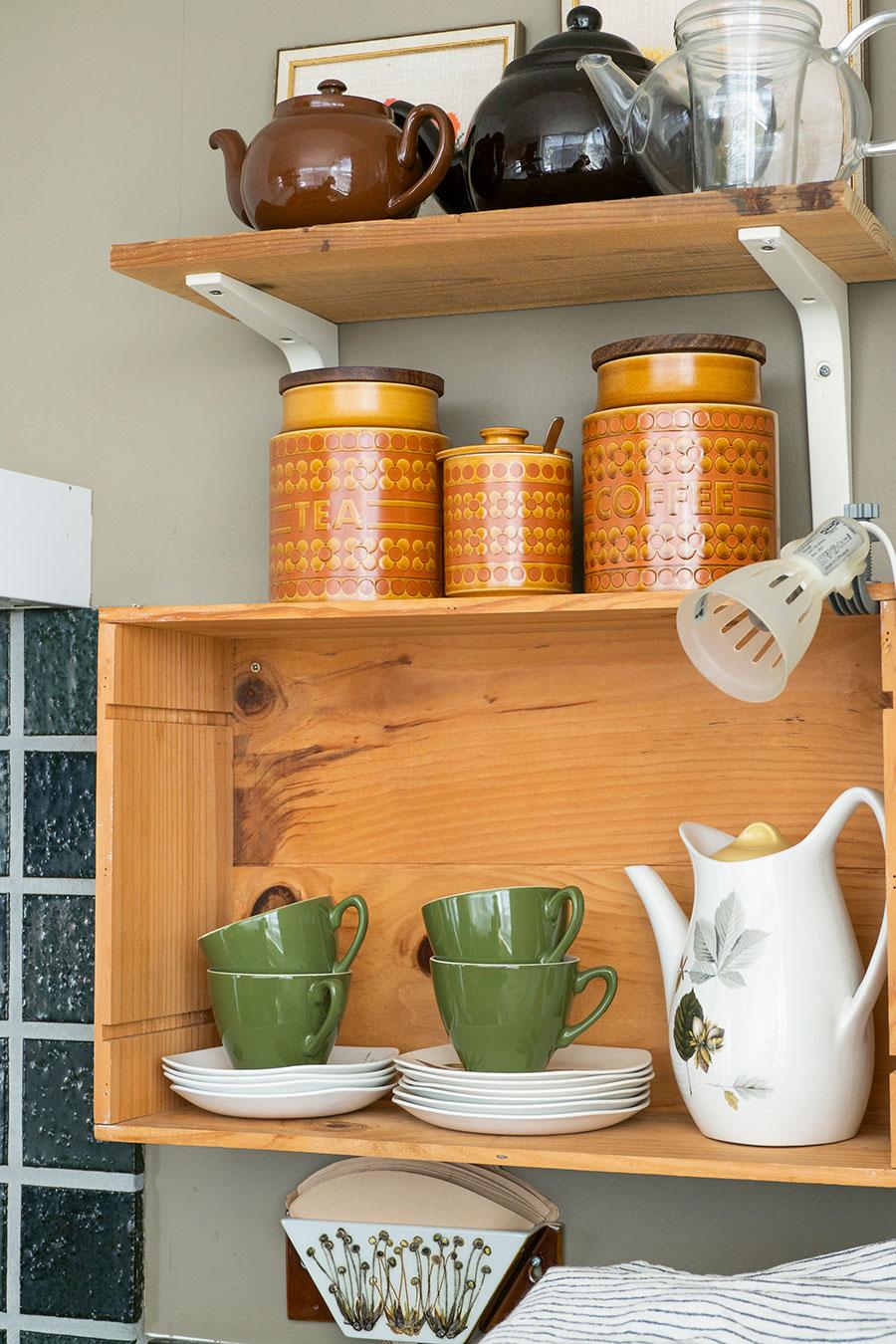 イギリスのヴィンテージのコーヒーセット。コーヒーフィルターホルダーはロイヤル・コペンハーゲン。