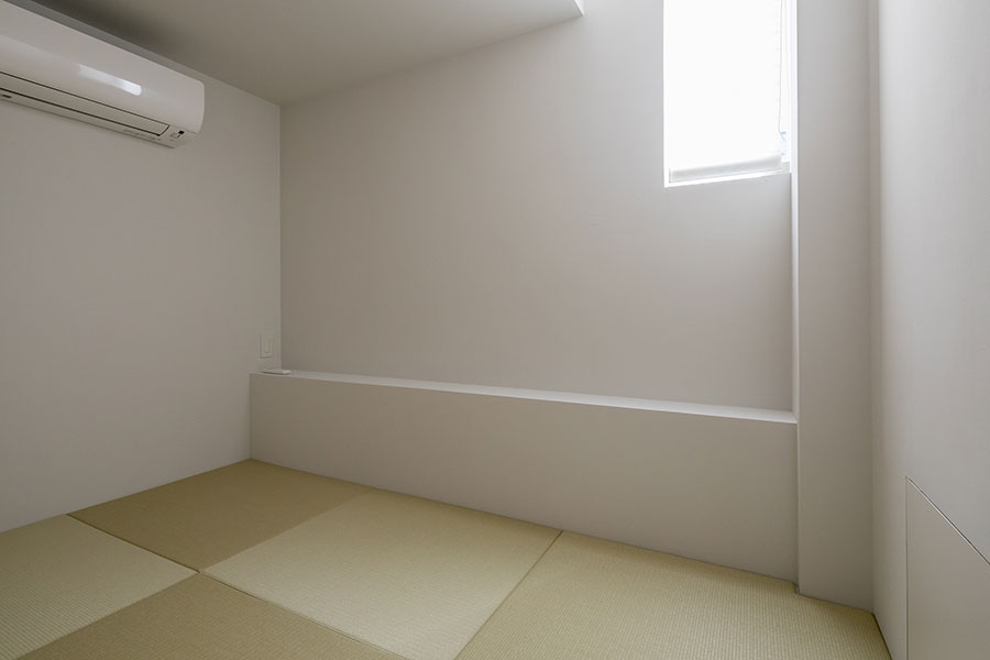 ゲストルームとして設えた1階の和室。「普段は私のヨガ用の部屋にしようかと考えています」と史歩さん。
