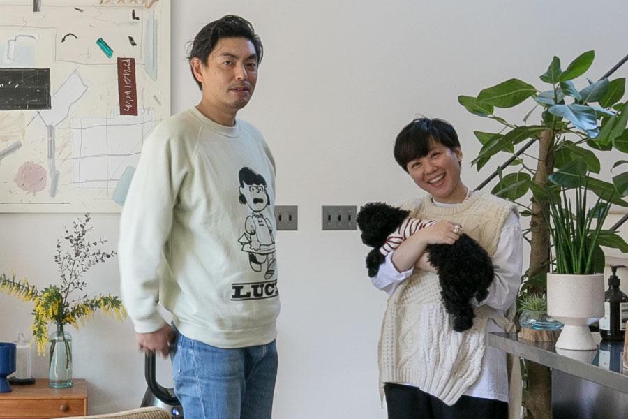 アートとともに葉山で暮らす小林敬さん、尚江さんご夫妻。